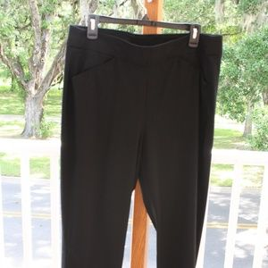 Traveler's by Chico's size 2 black ankle pant